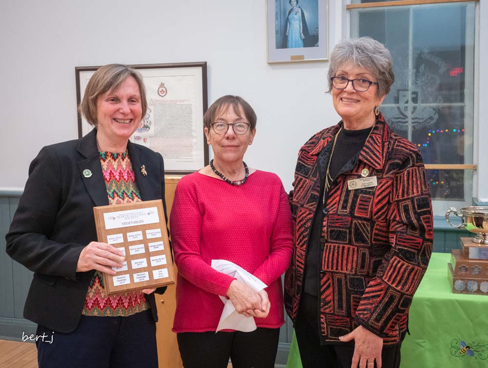 Lise Bois, Kathy Kingsley-Bondy and Susan Carew, Vegetables award
